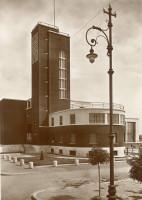 La Casa del balilla, poi della Gil, progettata (1935) da Cesare Valle. Cartolina illustrata. Raccolta privata.