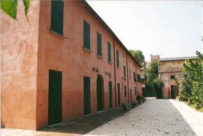 Villa Saffi, il cortile interno.