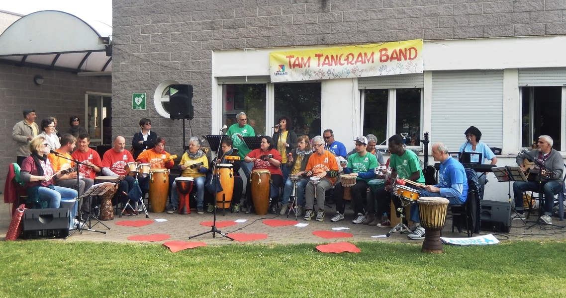 La Tam Tangram Band durante un'esibizione