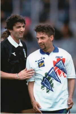 Treossi con Roberto Baggio durante un'amichevole della Nazionale