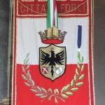 Lo stendardo del Comune di Forlì con la medaglia d'argento al valore partigiano.