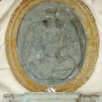 Stemma in marmo del Comune di Forlì. Scalone monumentale del palazzo municipale.