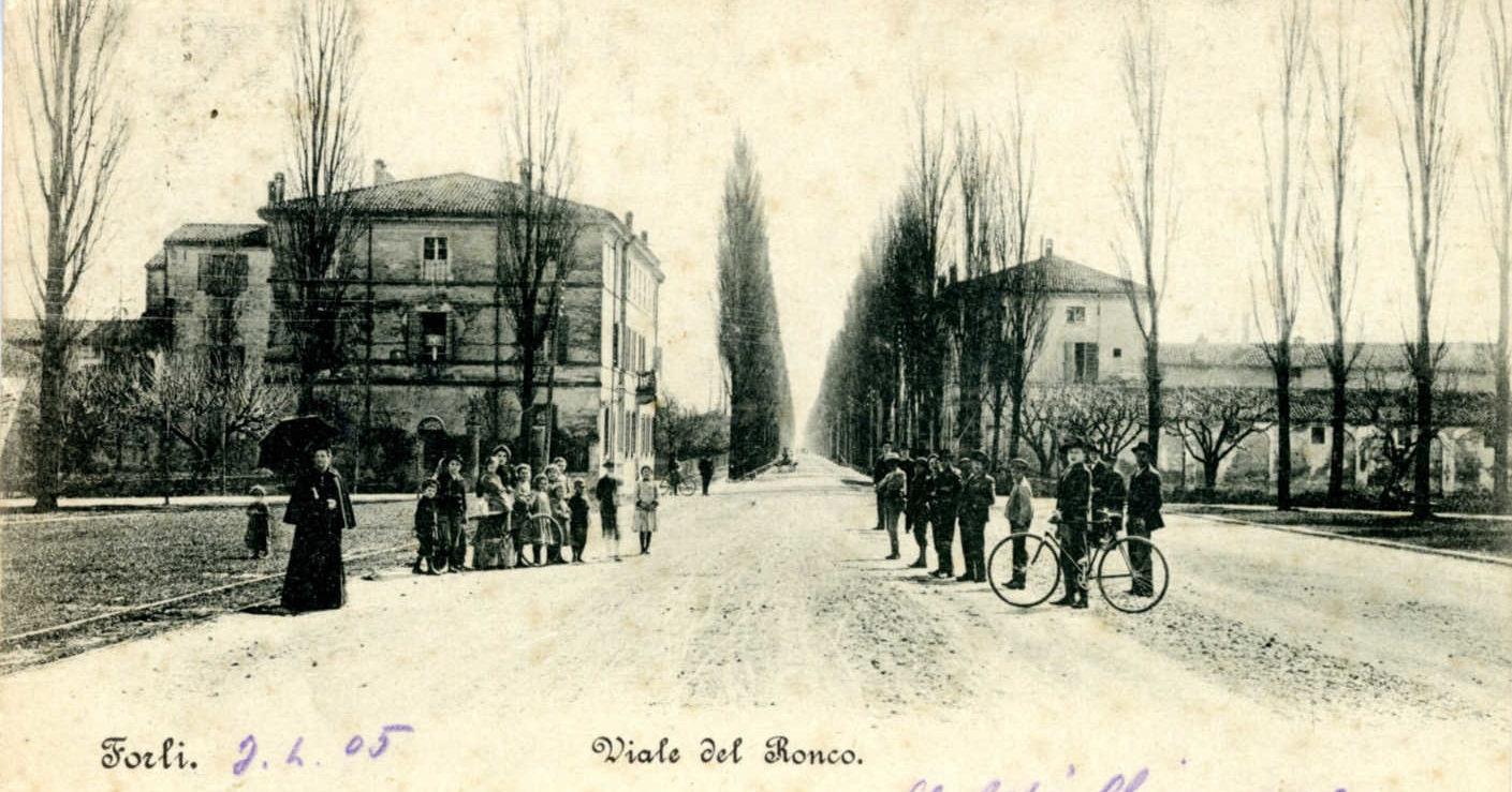 Il viale Roma (Del Ronco) visto dall'attuale piazzale Della Vittoria. Cartolina spedita nel 1905. Raccolta privata.